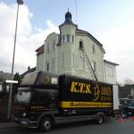 KTS 25-Tonner vor Altbauvilla in Rheinbreitbach