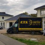 Actros und Sprinter im Einsatz bei einem Einfamilienhaus-Umzug