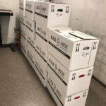 KTS gestapelte Umzugskartons im Flur der St. Josef Schule in Bad Honnef